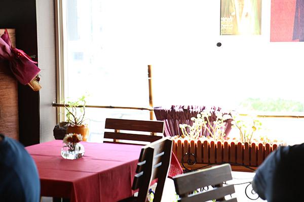 نمای داخلی کافه آنسو